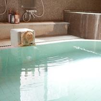 【大浴場:あつ湯】古くから「神の湯」と呼ばれ親しまれている紫尾温泉。