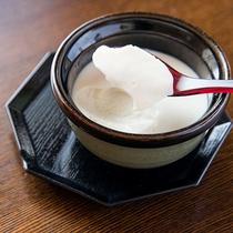 *【朝食一例:お豆腐】朝の目覚めにぴったりの一品です。