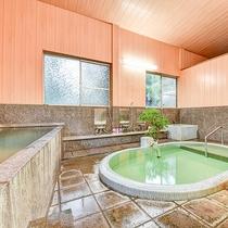 *【大浴場:男湯】泉質はpH9.4のアルカリ性単純硫黄泉。ヌルヌルでやわらかい泉質。