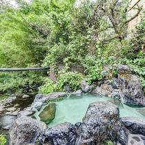 *【露天風呂】ヌメリのある柔らかいお湯は、美肌効果も抜群の良泉です。