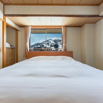白馬三山のパノラマビュー キングベッドとシングルベッド