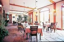 地中海風のレストランでゆっくりディナーを愉しもう