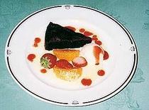 デザート一例。こちらはチョコレートケーキ