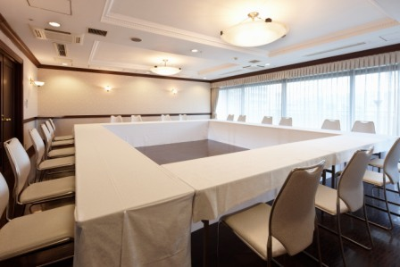 【4F聖の間】会議や控室としてご利用いただけます。