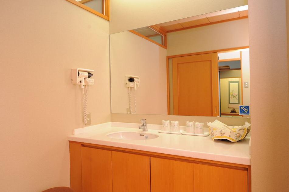 【和室の洗面台】 忙しい朝も皆さまでお支度して頂けます。