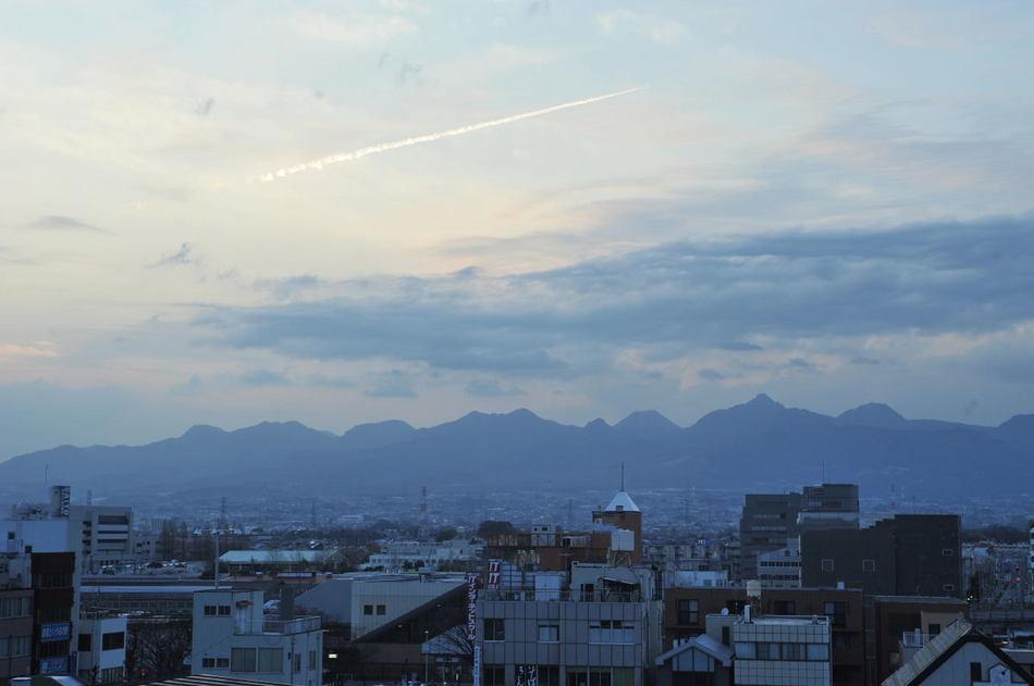 【セミスイートルームの風景】赤城山の裾野が見えます。夕暮れ時の写真です。
