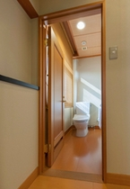 【和室のトイレ】 独立型です。