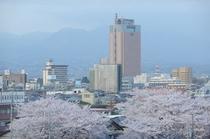 【ラシーネ館内からの風景】春、県庁が見えます。
