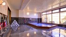 *大浴場/ご家族やグループなど、大人数でご入浴いただいてもゆったり寛げる湯船。癒しのひと時をどうぞ。