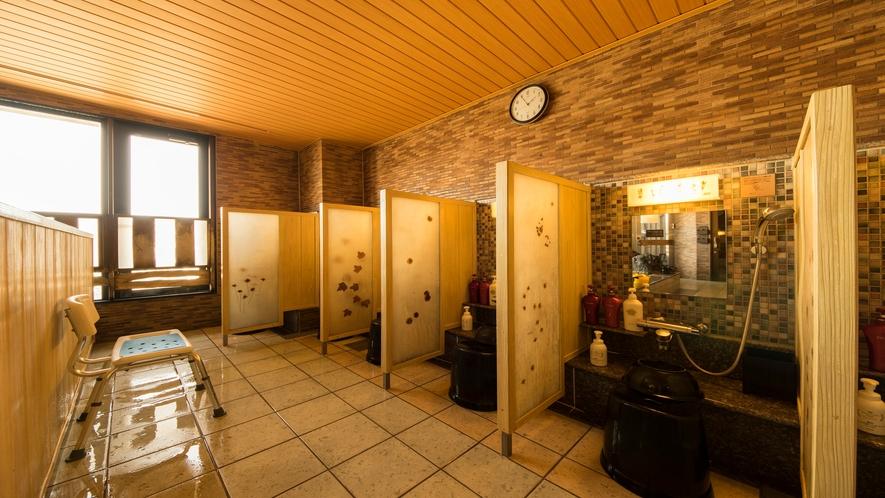 ■女性洗い場(カラン8箇所)