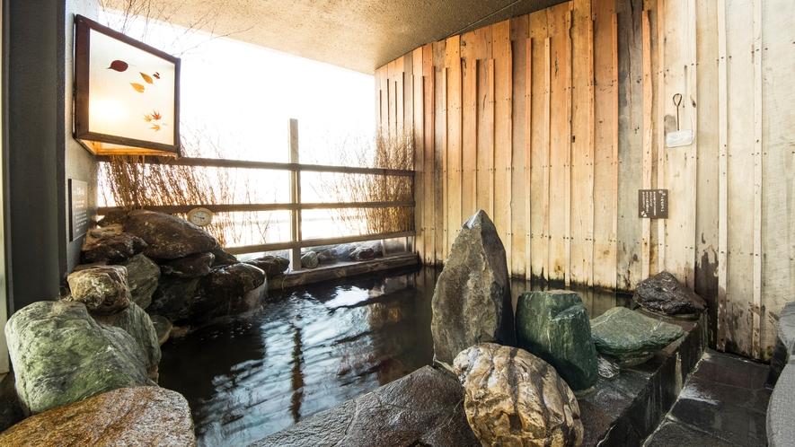 ■男性露天風呂(湯温:41~43℃)