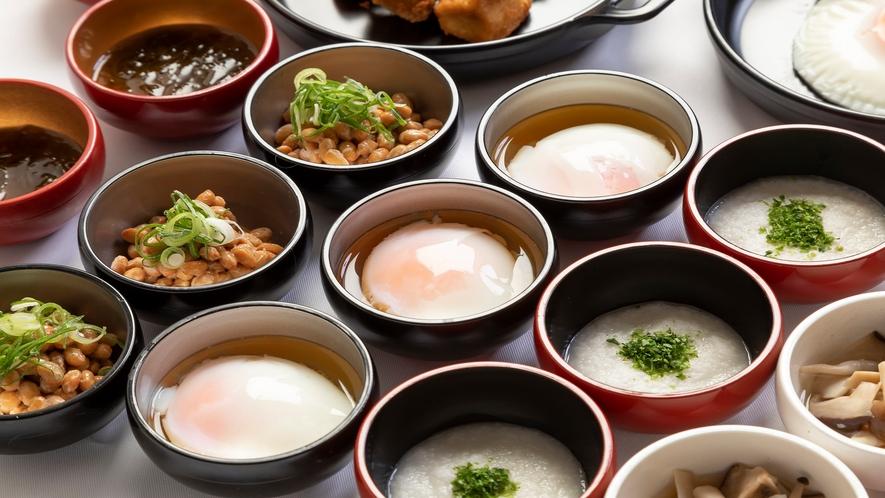 ■約20種類の小鉢横丁(温泉たまご)