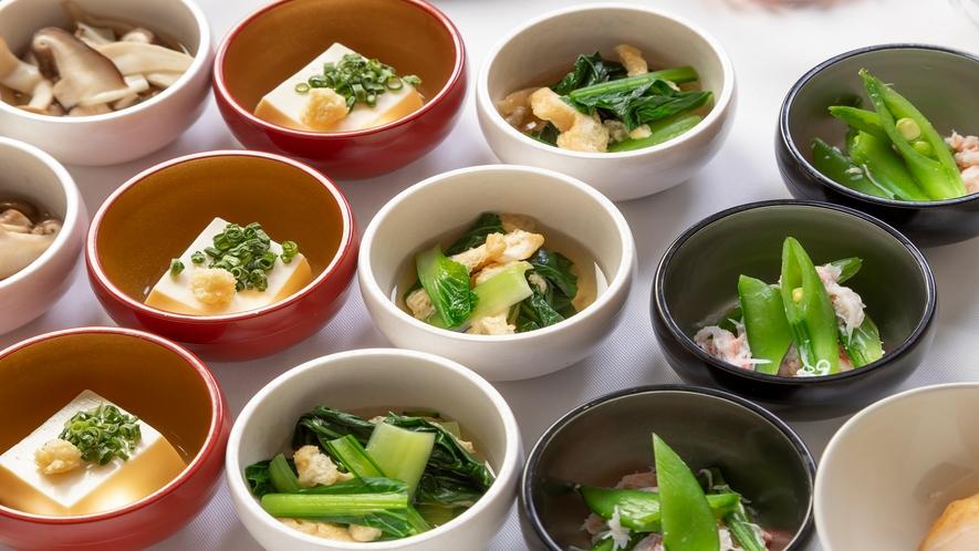 ■約20種類の小鉢横丁(おひたし)