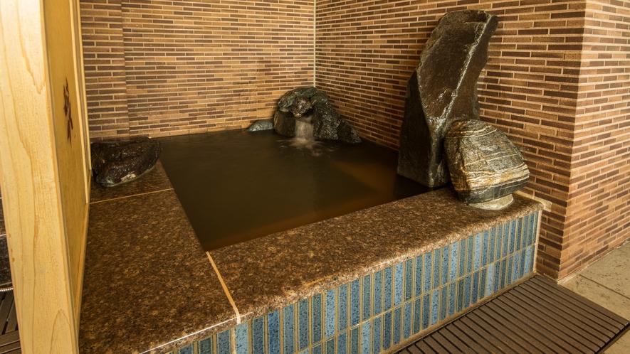 ■女性水風呂(水温:16℃)