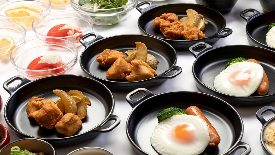 ■約20種類の小鉢横丁(唐揚げとフライポテト)