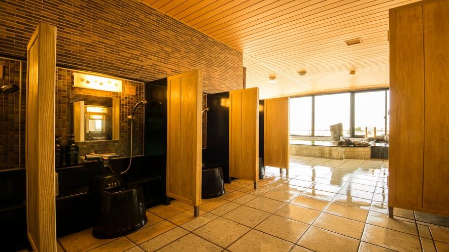 ■男性洗い場(カラン8箇所)