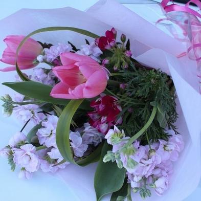 彼女のお誕生日【かわいい彼女が絶対笑顔になる♪】かわいいハートケーキ&季節の花ブーケ付プラン