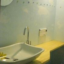 1階玄関横トイレ①