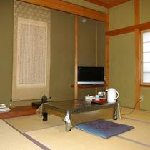 【和室8畳一例】畳のお部屋でゆっくりお寛ぎください。