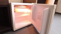 *お部屋の冷蔵庫/中身は空ですので、ご自由にお使いください。