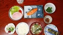 *【朝食一例】入善産コシヒカリを使った和朝食をどうぞ。