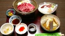 *【夕食一例】富山ならではの鮮度の良いお刺身などが並びます。