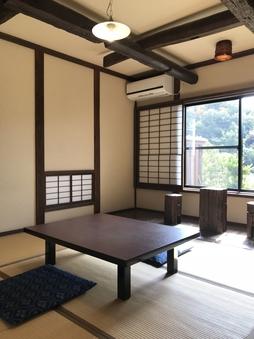 露天風呂付客室(本間6畳和室・石工風呂タイプ)