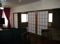 居間の隣は和室16畳