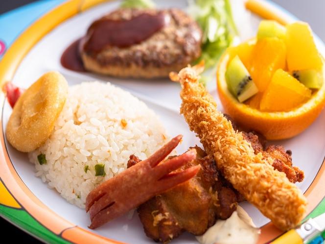 小学生低学年と幼児の夕食ランチプレートの例