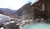 春の雪見露天風呂