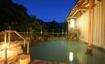 夕景の露天風呂(男性用)