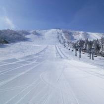 ゲレンデが目の前!リフト乗り場もすぐ♪天然雪を独り占め!