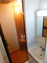 洋室シャワー付きツインのシャワー室・洗面台