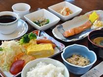 【評判の日替わり朝食】