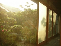 縁側と中庭