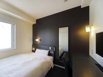 眠りを追及した150センチ幅のワイドベッドと適度な硬さのマットでぐっすり
