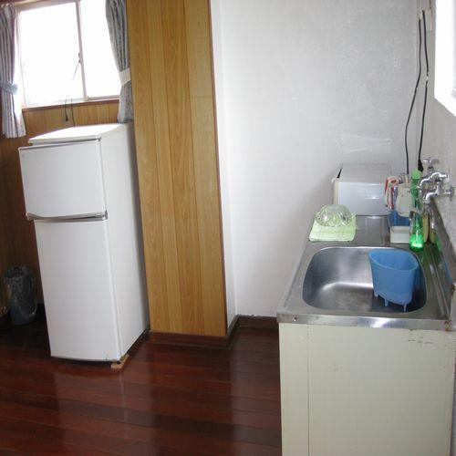 アパート1室貸しタイプのお部屋はキッチンや冷蔵庫付です