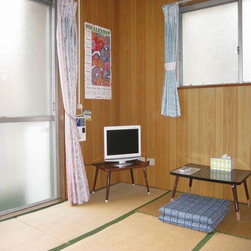 1室貸しタイプ。テレビは全室ついております
