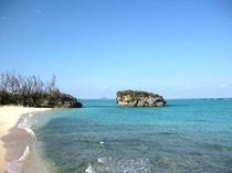 透き通ったブルー。晴れた日の沖縄は最高です。