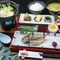 ■【朝食一例】アジの開き、小鉢5点盛りなど、季節によって美味しいお料理を提供いたします。
