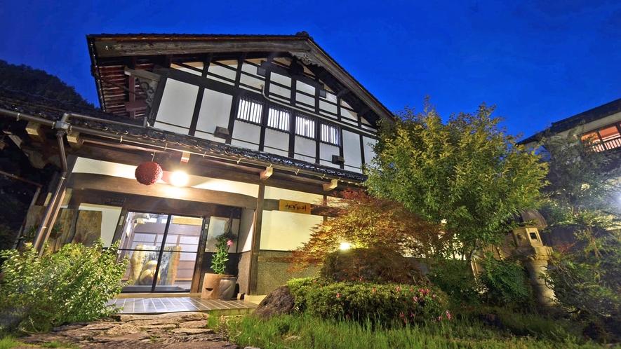 *福井の古民家を移築した本館。1Fには囲炉裏もあります。
