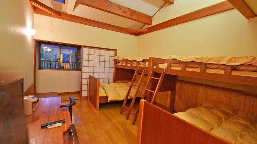 *【新館洋室】の一例。4人部屋は2段ベッド。吹き抜け天井なので開放感いっぱい。