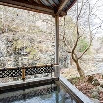*【露天風呂】四季の織りなす美しさと共に100%かけ流しの天然温泉をお楽しみください。