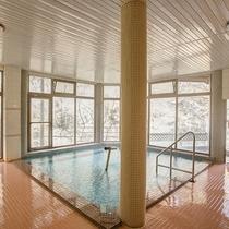 *【大浴場】100%掛け流しの自家温泉は湯量毎分368リットル!24時間入浴&飲用もOK!