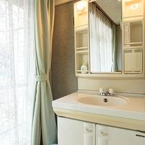 *【客室一例(和室7~8畳)】お部屋には洗面台がございます。
