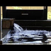 天然ラドン温泉。体の芯からじんわりと温まり、湯治として利用される方も。