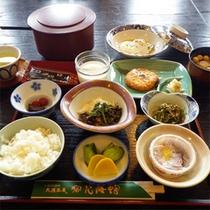 *朝食一例/秋田の美味しいお米と、素朴な和のおかずをおたのしみください。