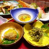 *夕食一例/見た目も鮮やかな器にのせて、お膳へお出しします。