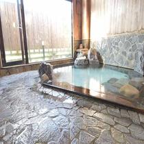 *檜岩風呂「華座の湯」/歴史ある大湯温泉