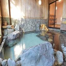 *檜岩風呂「華座の湯」 24時間ご入浴可能でございます。